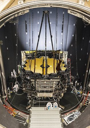 Телескоп James Webb Space Telescope в камере